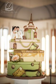 Travel wedding cake