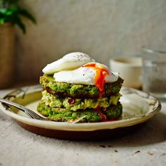 Ready Steady Glow Exclusive: Pea Fritters with Smashed Avocado and Poached Eggs!