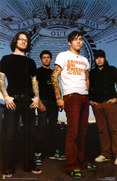 FOB I JUST FOUND THE PICS OF THEM IN SAMS LOCKER FROM ICARLY AND I DIED BY MY FAMILY WAS SO WEIRDED OUT
