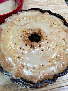 Bailey's Butter Pound Cake & Glaze Baileys Bundt Cake Pound Cake Glaze, Butter Pound Cake, Glaze For Cake, Food Cakes, Cupcake Cakes, Bundt Cakes, Cupcakes, Salsa Dulce, Baileys Irish Cream