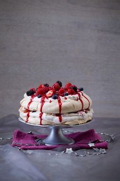 Delicious Thermomix Christmas Recipes, desserts and salads from the Thermomix festive flavours cookbook. Marshmallow Slice, Berry Coulis, All Berries, Mini Pavlova, Thermomix Desserts, Micro Onde, Xmas Food, Baking Tins, Cooking