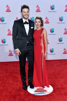 Singer Gusi (L) attends the 16th Latin GRAMMY Awards at the MGM Grand Garden Arena on November 19, 2015 in Las Vegas, Nevada.