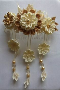 The Beauty of Japanese Embroidery - Embroidery Patterns Kanzashi Tutorial, Flower Tutorial, Ribbon Art, Fabric Ribbon, Ribbon Crafts, Flower Crafts, Diy Ribbon, Satin Flowers, Diy Flowers