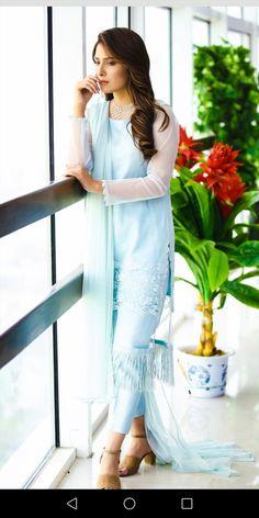Pakistani Formal Dresses, Pakistani Dress Design, Pakistani Outfits, Indian Outfits, Bridal Mehndi Dresses, Eid Dresses, Fashion Dresses, Indian Designer Outfits, Designer Dresses