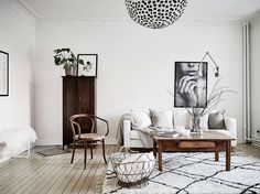 From patterned cushions to textured carpets, these stunning homes prove that a neutral colour scheme is anything but boring. View the Original Post / Follow...