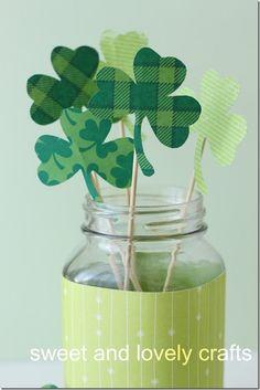 St. Patrick's Day Craft Idea - Shamrock Bouquet - Mason Jar Craft Ideas @Mason Jar Crafts Love