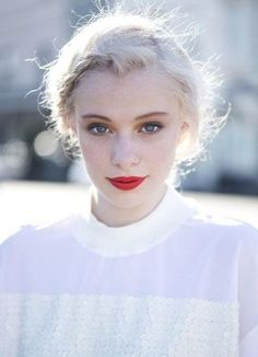 Well, ladies, you can achieve it with the perfect lipstick color for your skin type. Silver White Hair, Pale White, White Blonde, Make Up Gesicht, Perfect Lipstick, Platinum Blonde, Trendy Hairstyles, Boy Hairstyles, Wedding Hairstyles