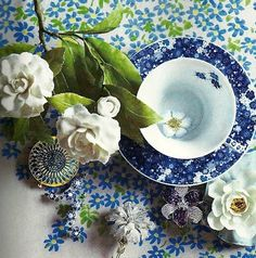 #Decortip: Banish the winter blues by mixing different floral patterns.