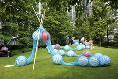 For those of you who loved the post about Toshiko Horiuchi MacAdam's crochet playground here is a Giant Knitting Nancy const. Giant Knitting, Knitting Yarn, Vintage Luggage, Yarn Bombing, Parcs, Knitting Projects, Mini, Knit Crochet, Crafty