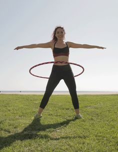 10 Hula Hoop Exercises to Get Beyoncé Abs waist-hooping-plies-hoopnotica. Thalia, Beyonce, Hula Hoop Workout, Low Impact Workout, Yoga, Loose Weight, Get In Shape, Excercise, Back Pain