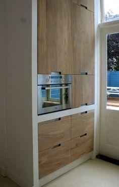 Koak Design keuken met betonnen aanrecht blad, Ikea kastjes en eiken frontjes