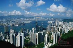 Victoria Peak is the best place to enjoy Hong Kong's scenery. Our half-day tour plan and travel tips will optimize your Victoria Peak and Peak Tram visit. Macau Travel, China Travel, Places To Travel, Places To Go, Emirates Flights, Airfare Deals, Korea, England, Victoria