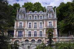 Région Centre, près de Tours, l'Art Hôtel est situé aux portes de Tours, en plein cœur des Châteaux de la Loire et des vignobles de la Touraine. Il vous séduira dès votre arrivée !