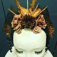 """Coiffe """"Herebore"""" 35€ Je crée également des coiffes sur mesures. Retrouvez moi sur Facebook https://www.facebook.com/bulledelise/?ref=bookmarks ou sur mon site internet www.labulledelise04.com I send in the world! :)"""