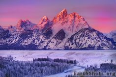 Snake River Valley in Grand Tetons NP, Wyoming
