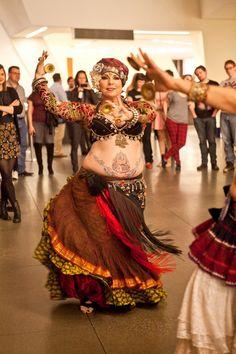 Resultado de imagem para como fazer um choli do figurino tribal ats Belly Dancer Costumes, Belly Dancers, Dance Costumes, Tribal Fusion, Baile Jazz, Tribal Costume, Belly Dance Outfit, Belly Dancing Classes, Gypsy Women
