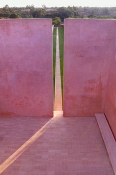 The holiday house of art collectors Caroline and Hans Neuendorf holiday home on Mallorca, by architect John Pawson. Baroque Architecture, Minimalist Architecture, Residential Architecture, Architecture Details, Landscape Architecture, Interior Architecture, Interior And Exterior, Landscape Art, Landscape Fountains