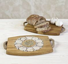 Two in One Juniper Hot Pot Stand  Oak Cutting Board £35.00