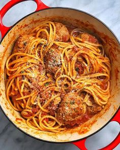 Get ready for the ultimate pasta party with our Classic Spaghetti and Meatballs! If you take anything away from this recipe, it's that you need to be adding a Parmesan rind to your tomato sauce! How To Make Spaghetti, How To Cook Pasta, Pasta Recipes, Cooking Recipes, Bakery Recipes, Oven Cooking, Chicken Recipes, Spaghetti And Meatballs, Pasta Spaghetti