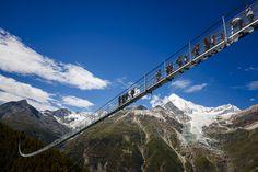 Le pont suspendu le plus long du monde se découvre lors d'une randonnée en Suisse