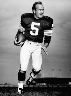 Green Bay Packers - Paul Hornung - Inducted to Pro Football Hall of Fame in 1986 - Played for Packers 1957 to 1962 & 1964 to 1966 Green Bay Packers History, Green Bay Packers Fans, Nfl Green Bay, Football Hall Of Fame, Packers Football, Notre Dame Football, Greenbay Packers, Nfl Playoffs