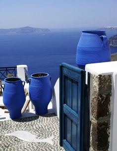 Santorini, Greece So beautiful! Greece is def on my bucket list! Love Blue, Blue And White, Color Blue, Blue Dream, Beautiful World, Beautiful Places, Beautiful Pictures, Into The West, Santorini Greece