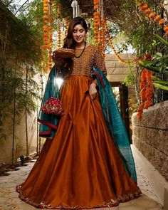 Coordinated with contrasting teal dupatta finished with lace on all four sides. Pakistani Mehndi Dress, Pakistani Party Wear Dresses, Beautiful Pakistani Dresses, Shadi Dresses, Pakistani Wedding Outfits, Designer Party Wear Dresses, Pakistani Bridal Dresses, Pakistani Dress Design, Mehendi