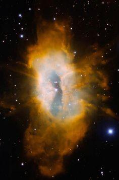 Sh2-71es una espectaculas nebulosa planetaria que solo es visible durante 68 días cuando aparece frente al núcleo de una enorme estrella, Sh2-71 termina en la Constelación de Aquiles, a 1 kpc, la descubrió Rudolph Minkowski en 1946, tras su descubrimiento la estrella central aumentó por 8 su luminosidad.