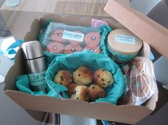 Caja - desayuno de Mónica Iglesias  / Breakfast - box from Mónica Iglesias Picnic Time, Food Packaging, Food Presentation, Bread Baking, Recipe Box, Gift Baskets, Diy Gifts, Special Gifts, Catering