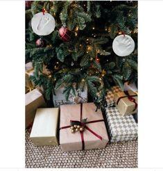 Christmas Gift Box, Christmas Mood, Christmas Gift Wrapping, Christmas Images, Merry Christmas, Vintage Christmas, Christmas Budget, Christmas Quotes, Christmas Baubles