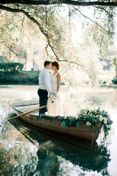 Getting married on a lake shore is very romantic, it's a perfect location for spring, summer and fall weddings. Lake shores are full of that romance . wedding lake 72 Gorgeous And Relaxed Lake Wedding Ideas Boat Wedding, Wedding Shoot, Trendy Wedding, Wedding Pictures, Perfect Wedding, Summer Wedding, Wedding Styles, Dream Wedding, Wedding Day