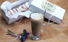 Güne kahveyle başlayan ve devam edenlere...   Bu arada kahve ve çaylarımızın yanında ikram ettiğimiz bademli ay kurabiliyerimizi her iki şubemizden satın alabilirsiniz. :) #coffeeoftheday #gününkahvesi