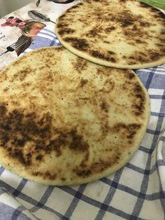 L'astuce c'est de bien pétrir la pâte à la 🖐🇩🇿🇩🇿🇩🇿 Pancakes, Breakfast, Ethnic Recipes, Food, Recipes, Morning Coffee, Essen, Pancake, Meals