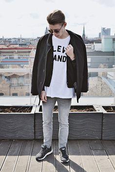 Topman Coat, Pull & Bear T Shirt, Primark Cardigan, Primark Denim Jeans, Ccc Sneakers, Sunglasses