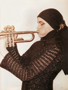 Geoargina Cooper by Terry Richardson for Harper's Bazaar August 1997 Terry Richardson, Punk Subculture, Trumpet Music, Intense Love, Grey Gardens, Famous Photographers, Harpers Bazaar, I Love Dogs, Trumpet