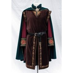 LOTR Inspired Clothing and Costumes from Twin Roses Designs. Costume Re-Creation and Construction by Andrea Wakely. Medieval Tunic, Medieval Clothing, Steampunk Clothing, Steampunk Fashion, Renaissance Costume, Medieval Costume, Historical Costume, Historical Clothing, Fantasy Dress