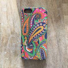 Vera Bradley iPhone 5/5s case Super cute, like new, Vera Bradley iPhone 5/5s case. Two pieces snap on case. Vera Bradley Accessories Phone Cases