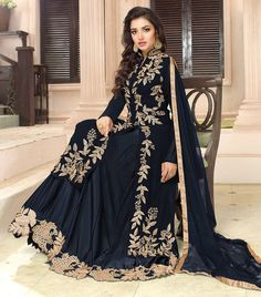 Indian Designer Outfits, Indian Outfits, Designer Dresses, Indian Gowns, Pakistani Dresses, Look Fashion, Indian Fashion, Fashion Black, Evening Dresses