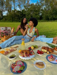 Type 4 Hair, Picnic Date, The Love Club, Poses, Black Love, Picnic Blanket, Food Porn, I Am Awesome, Brunch