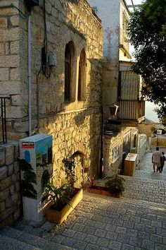 Songs and Pictures from palestine    Alley in the occupied city of Safad