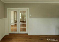 Die ca. 1,20 m hohe Paneele wirkt am Besten im Zusammenspiel mit einer gedeckten Wandfarbe.