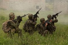 Military Weapons, Military Life, Force Pictures, I Am Canadian, Armies, Modern Warfare, Armed Forces, Ipad Mini, Troops