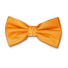 Notre collection de nœuds papillon orange s'incline dans plusieurs tons orange, de l'orange vif à orange foncé en passant par l'orange pêche. Idéal pour donner une touche originale et festive à votre costume ! Pour apporter la touche finale, combinez votre nœud papillon avec une paire de boutons de manchette orange ou une pochette orange que vous trouverez indiqué auprès de chaque produit sous « articles assortis ». #noeudspapillon #noeudpapillon #noeudpapillonhomme #noeudpapillonrouge