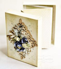 Rozkładany albumik w pudełku Floating Shelves, Boxes, Craft Ideas, Frame, Places, Crafts, Home Decor, Crates, Room Decor