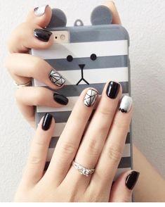 Bé thỏ chào buổi sáng cả nhàa. Have a nice day nha 🤗🤗🤗 #haleinails#haleidangvanngu Manicure Nail Designs, Nail Manicure, Nail Art Designs, Stylish Nails, Trendy Nails, Cute Nails, Black And White Nail Designs, Diamond Nail Art, Tape Nail Art