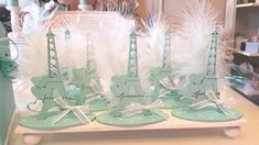 Souvenir Torre Eiffel 15 Años Bodas - $ 75,00 en Mercado Libre Wedding Cake Photos, Tour Eiffel, Free Market, Towers, Argentina, Weddings