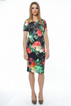 Rochie tricot imprimat flori cu maneca scurta si pliuri mici laterale.