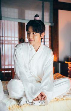Image about exo in scarlet heart ryeo; moon lovers 🌙 🖤 by staaysi Baekyeol, Chanbaek, Kyungsoo, Chanyeol, Exo Ot12, Baekhyun Scarlet Heart, Baekhyun Moon Lovers, Iu Moon Lovers, Scarlet Heart Ryeo Wallpaper