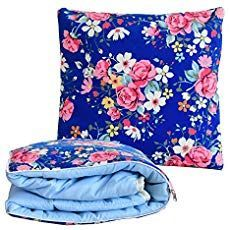 A quillow is a quilt that folds into a pocket to become a pillow. Baby Sewing Projects, Sewing Crafts, Sewing Tips, Craft Projects, Craft Ideas, Sewing Patterns Free, Quilt Patterns, Quillow Pattern, Sewing Machine Quilting