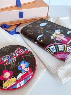 Louis Vuitton Christmas 2020 Animation Reveal Louis Vuitton Trunk, Louis Vuitton Monogram, Dubai Life, Fun Illustration, Slg, Monogram Design, Passport Cover, Red Interiors, Vivienne